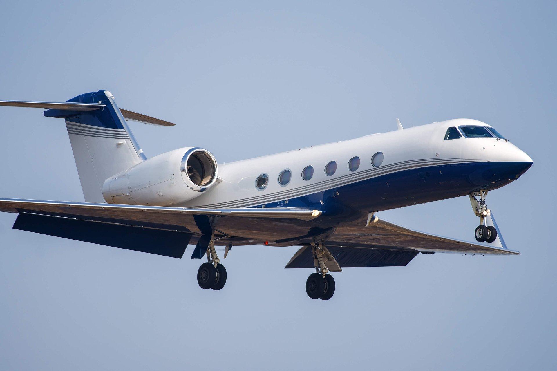 Gulfstream business jet on appraoch