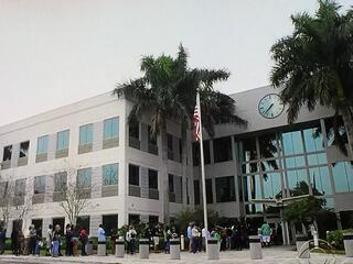 IRS_Long_line_for_IRS_Tax_Scam_resolution_in_Florida.jpg