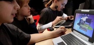 Kids_on_computers_at_school.jpg
