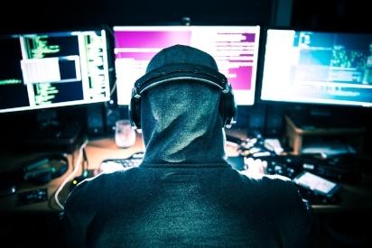 hacker headphones 3 screens-234714-edited.jpeg