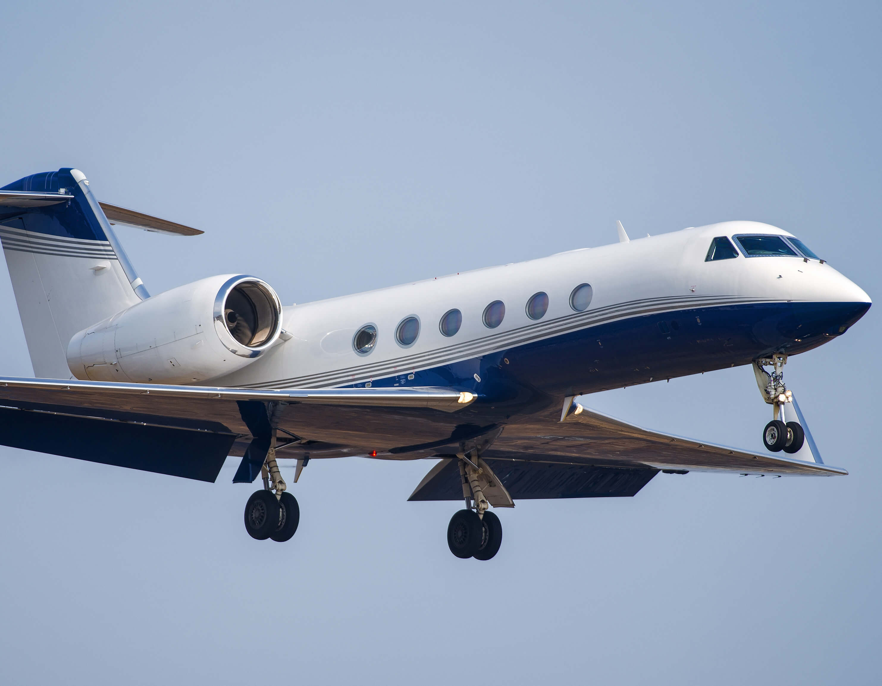 Gulfstream business jet on approach rx sq